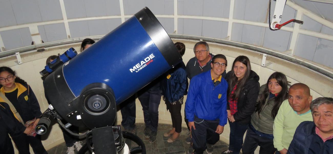 Escuela Cataluña de Curicó participa en pasantía de astronomía en nuestro Colegio